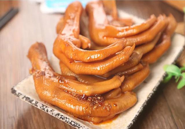 卤鸭掌怎样做最好吃,哪里有卤鸭掌加工厂?