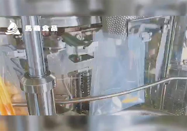无骨鸡爪工厂自动化生产加工视频