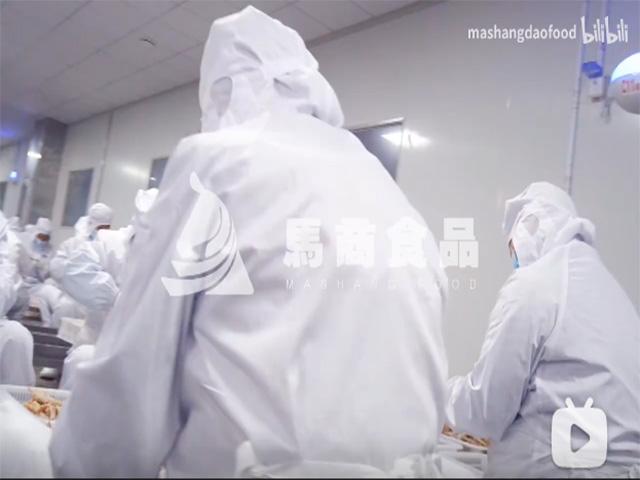 工厂无骨鸡爪鸭掌人工拆骨加工视频
