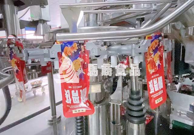脱骨鸡爪独立小包装工厂自动化生产加工视频